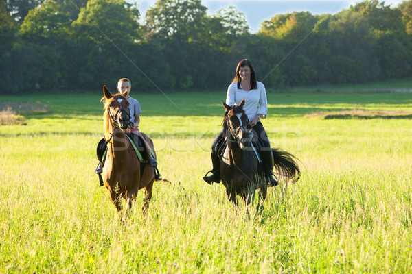 Lovaglás leckék nő lovaglás fiú ló Stock fotó © courtyardpix