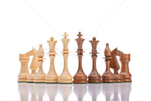 Piezas de ajedrez ajedrez blanco negro aislado blanco fondo Foto stock © courtyardpix