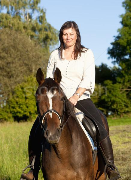 Vrouwen paardrijden landschap meisje schoonheid zomer Stockfoto © courtyardpix