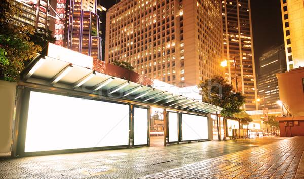 Quadro de avisos parada de ônibus noite rua assinar espaço Foto stock © cozyta