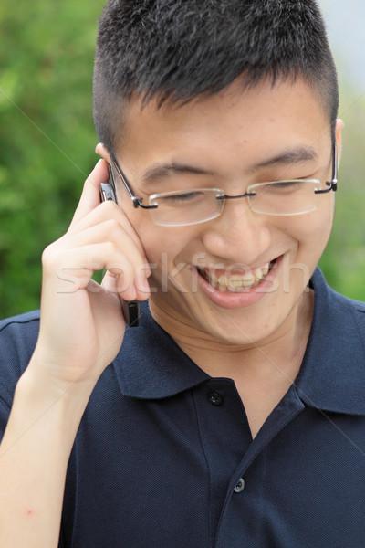 Asia człowiek mówić telefonu technologii miejskich Zdjęcia stock © cozyta
