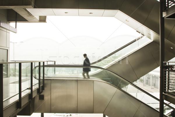 Uomo d'affari spostare scala mobile ufficio urbana bag Foto d'archivio © cozyta