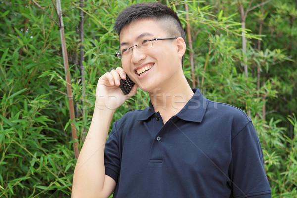 Ázsia férfi beszél telefon technológia városi Stock fotó © cozyta
