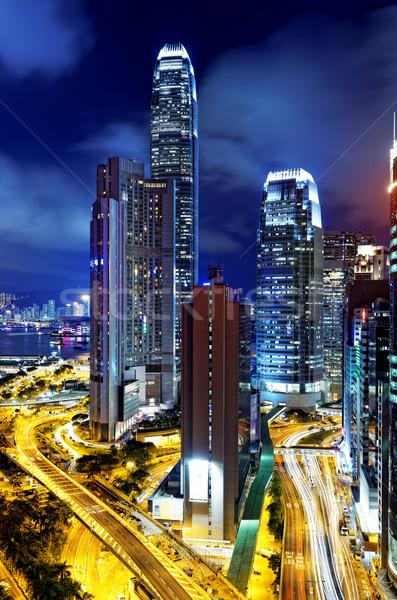 Hongkong éjszaka toronyház épületek iroda autó Stock fotó © cozyta