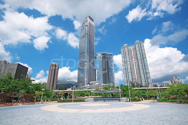 Moderno prédio comercial grama edifício construção paisagem Foto stock © cozyta