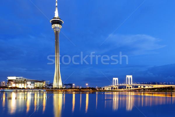 Városi tájkép híres utazó torony égbolt Stock fotó © cozyta