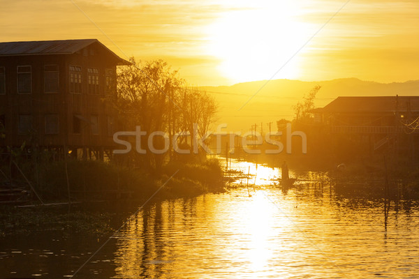 Meer zonsondergang traditioneel dorp water Stockfoto © cozyta