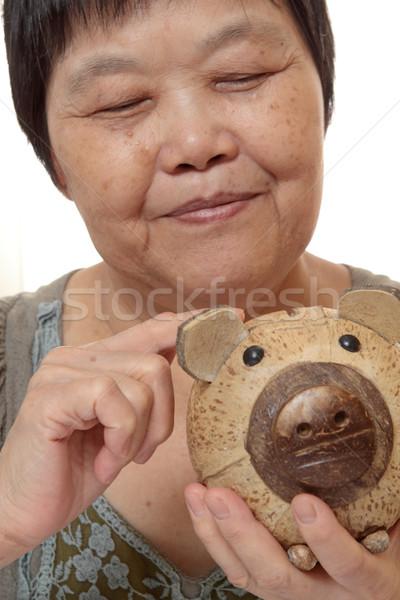 женщину монетами небольшой Piggy Bank избирательный подход скопировать Сток-фото © cozyta