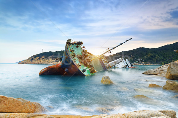 Naufrágio cargueiro abandonado mar madeira paisagem Foto stock © cozyta