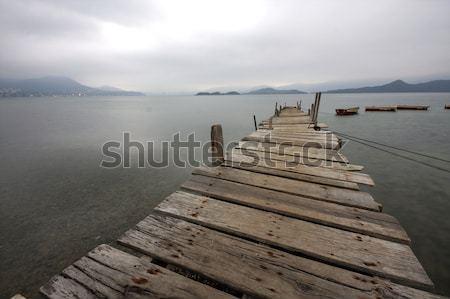 Guardando barca acqua panorama Foto d'archivio © cozyta