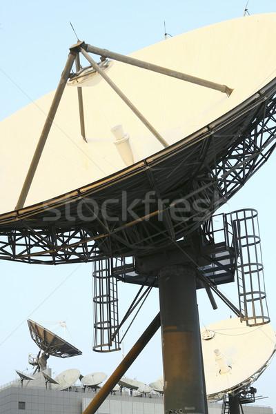 Satelliet communicatie gerechten top internet Stockfoto © cozyta