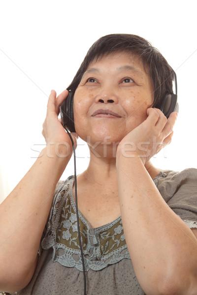 ストックフォト: シニア · 女性 · 音楽を聴く · ヘッドホン · 音楽 · 髪