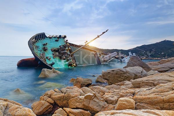 Schipbreuk vrachtschip verlaten zee hout landschap Stockfoto © cozyta