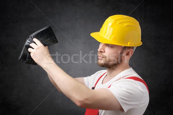 Pauvres travailleur de la construction regarder argent vide portefeuille Photo stock © CsDeli