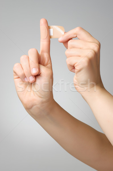Kobieta gipsu palec strony młodych Zdjęcia stock © CsDeli