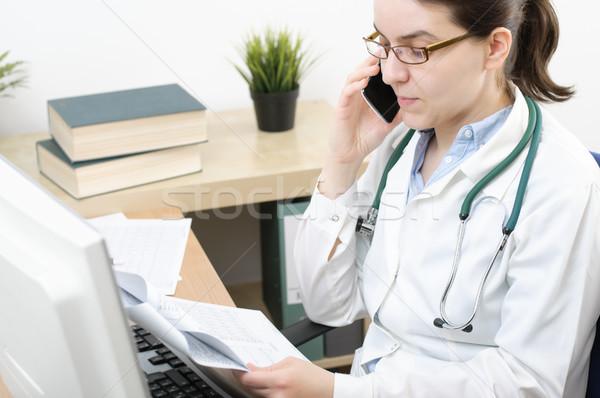 Portré orvos beszél okostelefon női mobiltelefon Stock fotó © CsDeli