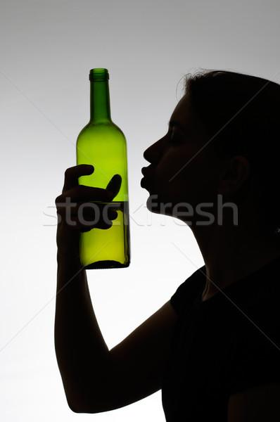 Vrouw zoenen wijnfles silhouet meisje hand Stockfoto © CsDeli