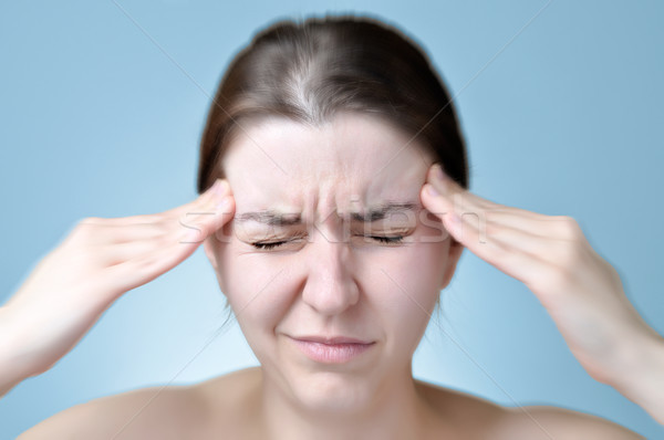 Stockfoto: Vrouw · lijden · hoofdpijn · jonge · vrouw · aanraken · hoofd