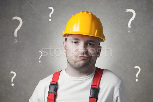 Zavart fiatal munkás ezermester kérdőjelek férfi Stock fotó © CsDeli
