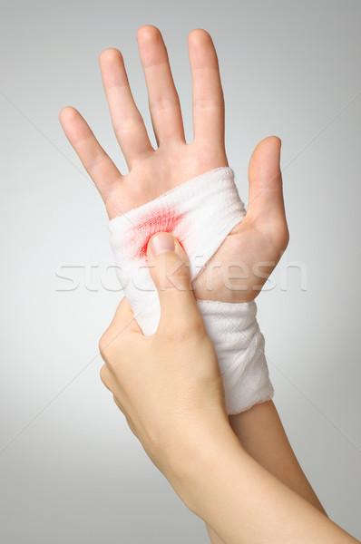 Yaralı el kanlı bandaj beyaz kadın Stok fotoğraf © CsDeli