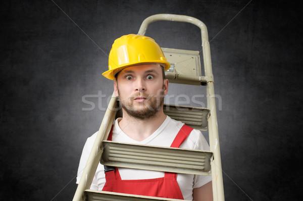 ügyetlen munkás létra építőmunkás áll épület Stock fotó © CsDeli