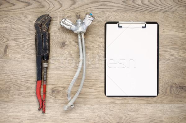 Vieux pipe clé robinet presse-papiers rouillée Photo stock © CsDeli
