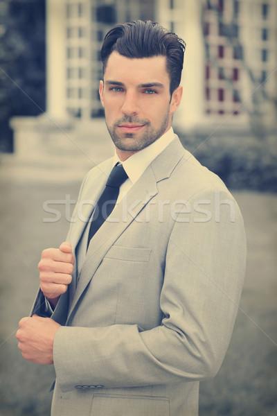 Jólöltözött férfi jóképű fiatal üzletember kint Stock fotó © curaphotography