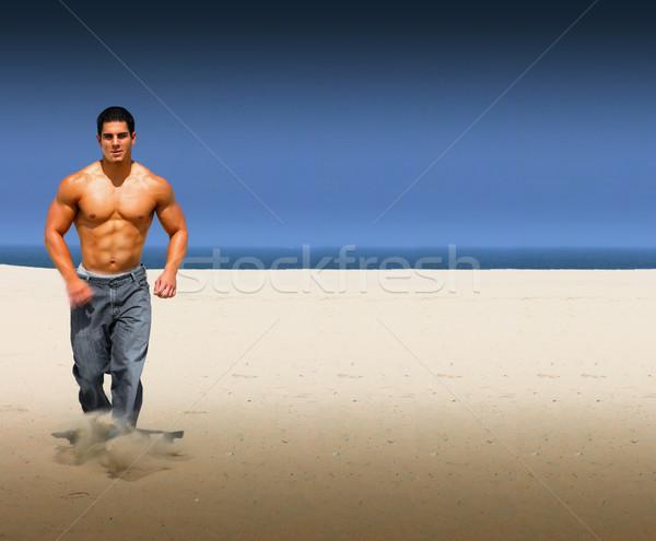 Spiaggia eseguire giovani muscolare maschio esecuzione Foto d'archivio © curaphotography