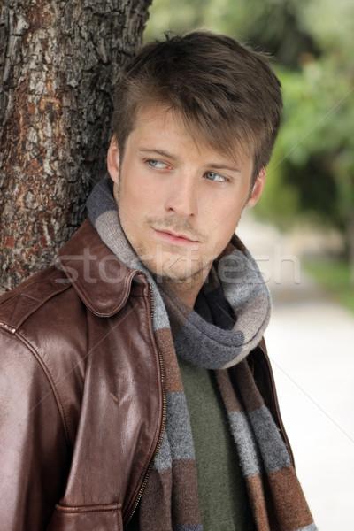 Di bell'aspetto casuale ragazzo giovani bell'uomo autunno Foto d'archivio © curaphotography