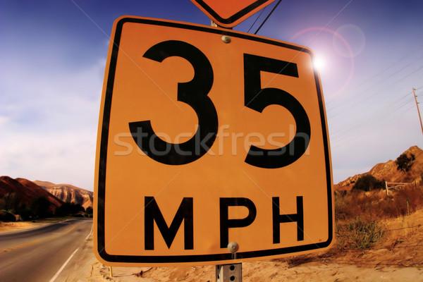 Senalización de la carretera límite de velocidad desierto cielo carretera paisaje Foto stock © curaphotography
