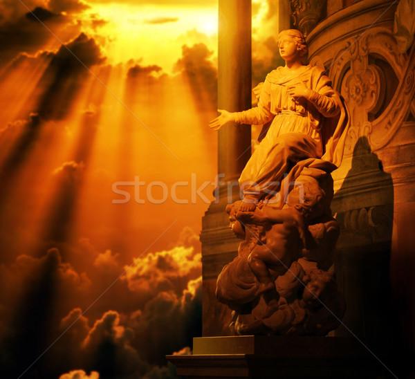 Vrouwelijke standbeeld goud hemel klassiek marmer Stockfoto © curaphotography