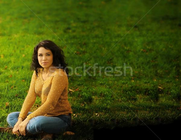 Donna erba orizzontale ritratto ispanico erba verde Foto d'archivio © curaphotography