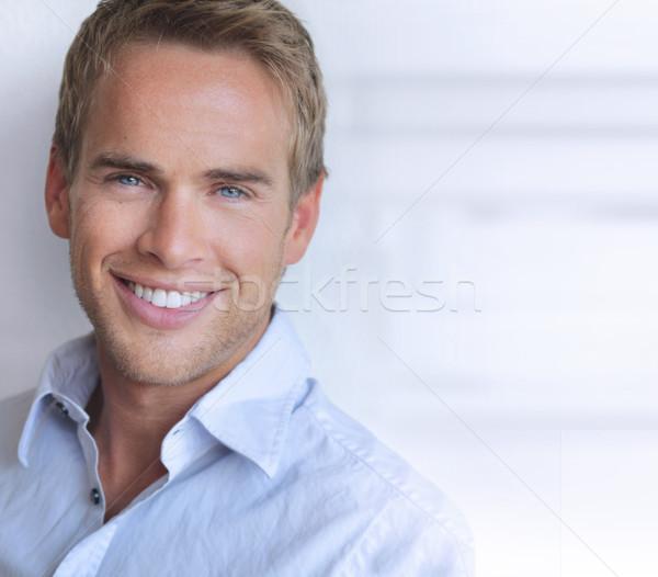 улыбаясь человека портрет глядя молодым человеком Сток-фото © curaphotography