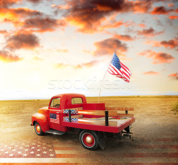 Amerikaanse geest Rood vintage omhoog vrachtwagen Stockfoto © curaphotography