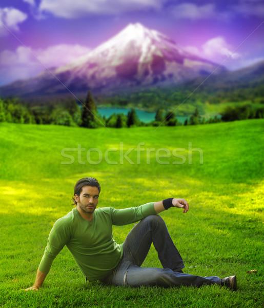 Uomo outdoor ritratto di bell'aspetto casuale Foto d'archivio © curaphotography