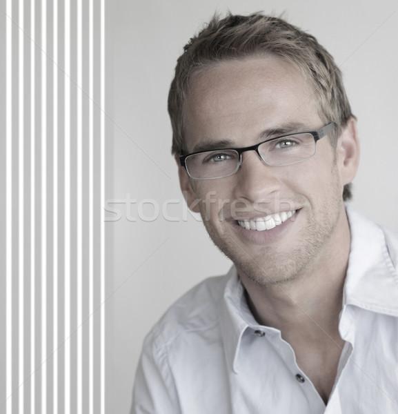 Fiatalember szemüveg fiatal jóképű férfi nagyszerű mosoly Stock fotó © curaphotography