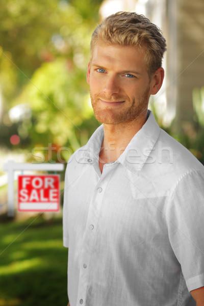 Giovane immobiliari giovani attrattivo uomo esterna Foto d'archivio © curaphotography