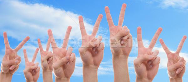 молодые люди мира знак подростков рук Сток-фото © Cursedsenses