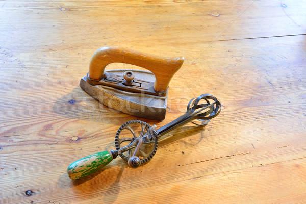 Ijzer mixer oude houten tafel hout metaal Stockfoto © cwzahner