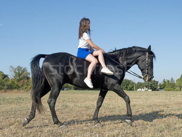Jovem equitação menina jovem preto garanhão Foto stock © cynoclub