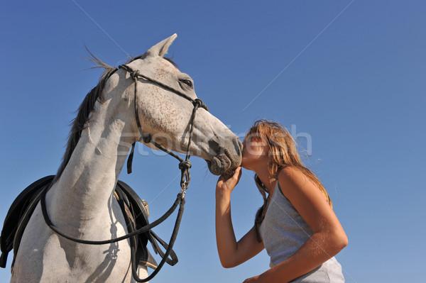 Teen arabski konia młodych nastolatek całując Zdjęcia stock © cynoclub
