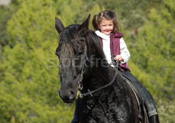 女の子 黒 馬 笑みを浮かべて 少女 ストックフォト © cynoclub