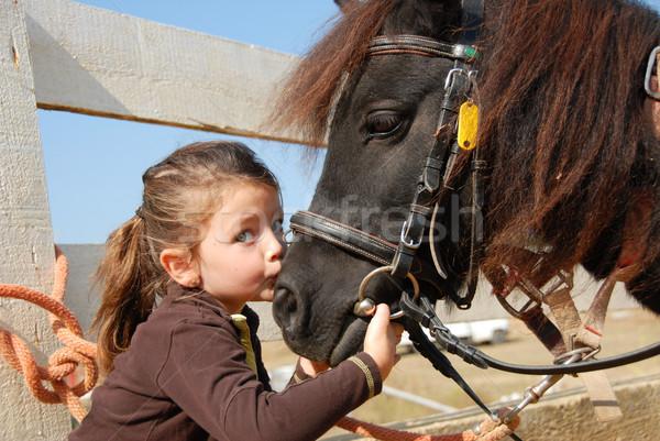 Bambina pony bacio sport amici Foto d'archivio © cynoclub