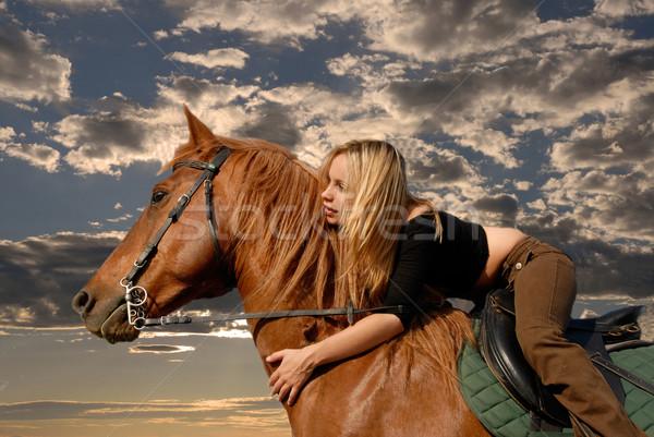 Equitación nina jóvenes tormenta cielo marrón Foto stock © cynoclub