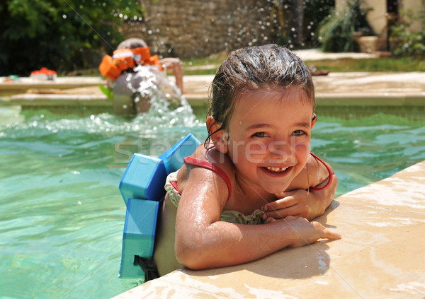 Küçük kız yüzme havuzu gülen kız güneş yaz Stok fotoğraf © cynoclub
