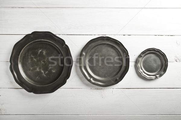 étain texture plaques table blanche table en bois Photo stock © cypher0x