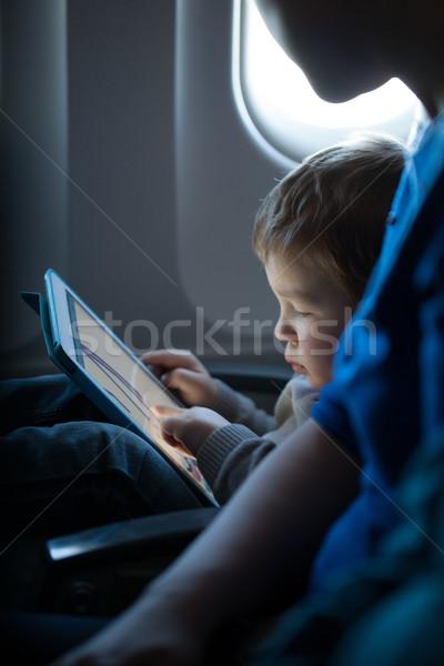 мало мальчика играет таблетка самолет сидят Сток-фото © d13