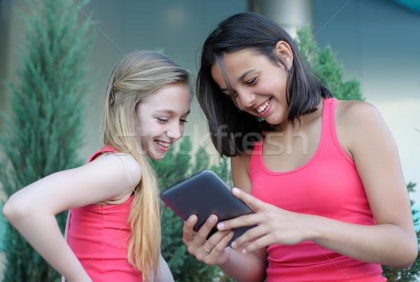 два подростков девочек счастливым глядя Сток-фото © d13