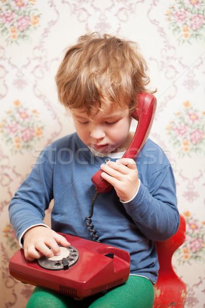 небольшой мальчика говорить красный телефон сидят Сток-фото © d13