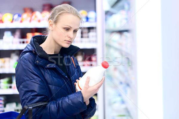 女性 食料品 ミルク ボトル 読む ストックフォト © d13